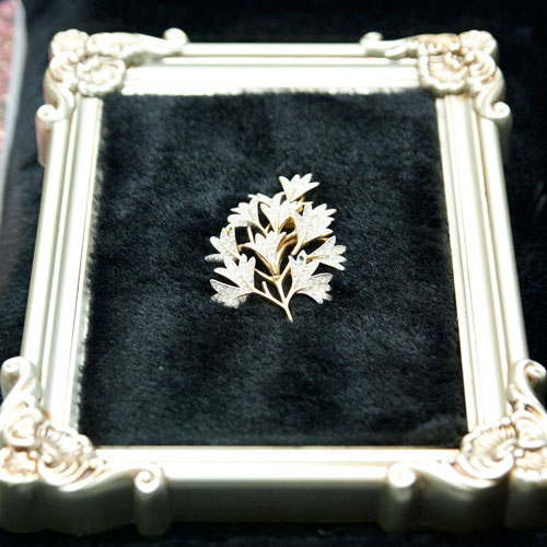 A-GILT-METAL-BRANCH-BROOCH