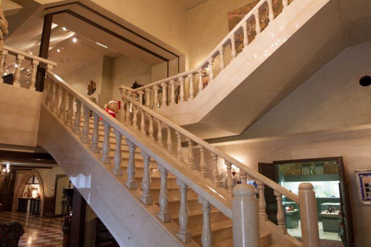 大理石の大階段